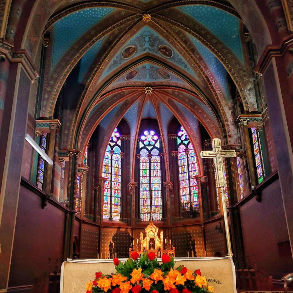 Chapel Church inside - Discover the architectural side of Brussels