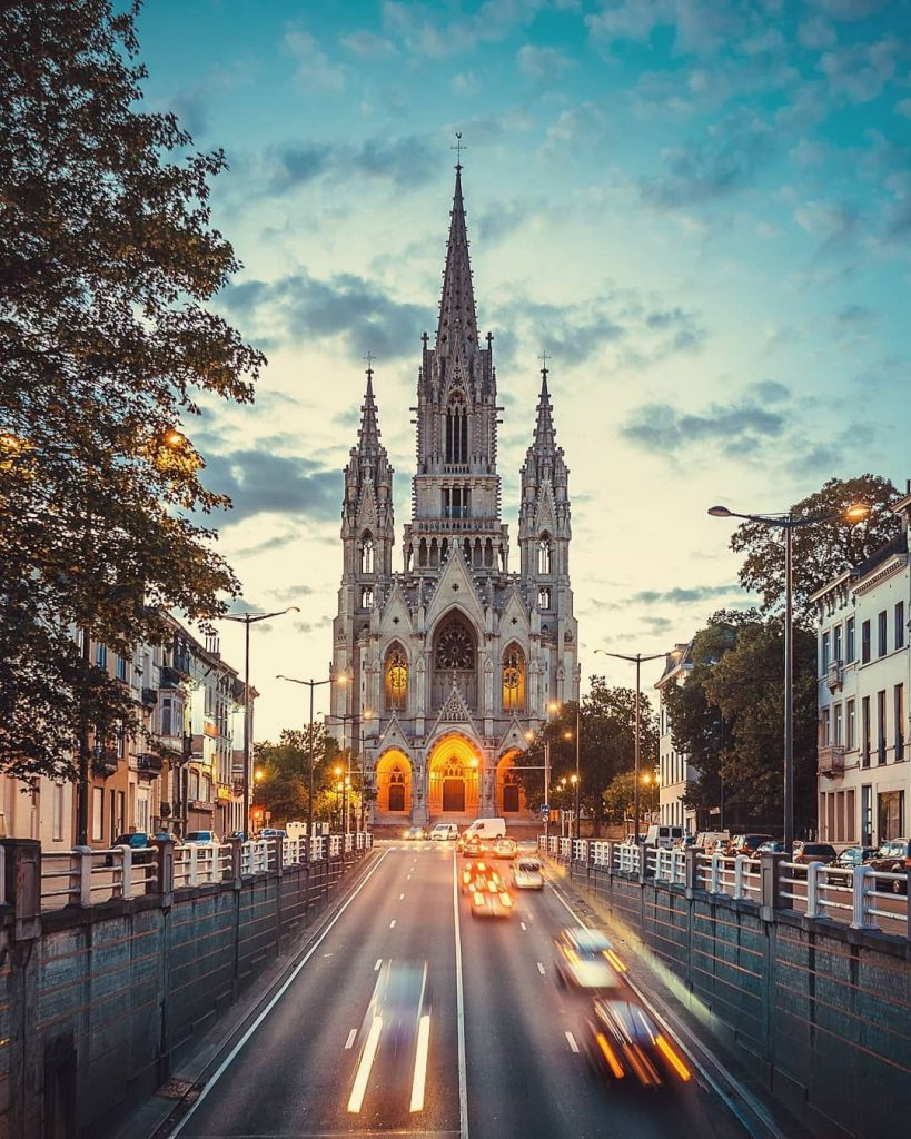 Eglise Notre Dame de Laeken evening - Discover the architectural side of Brussels