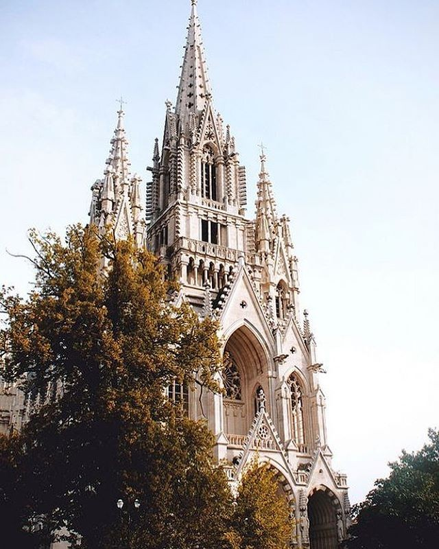Eglise Notre Dame de Laeken front - Discover the architectural side of Brussels
