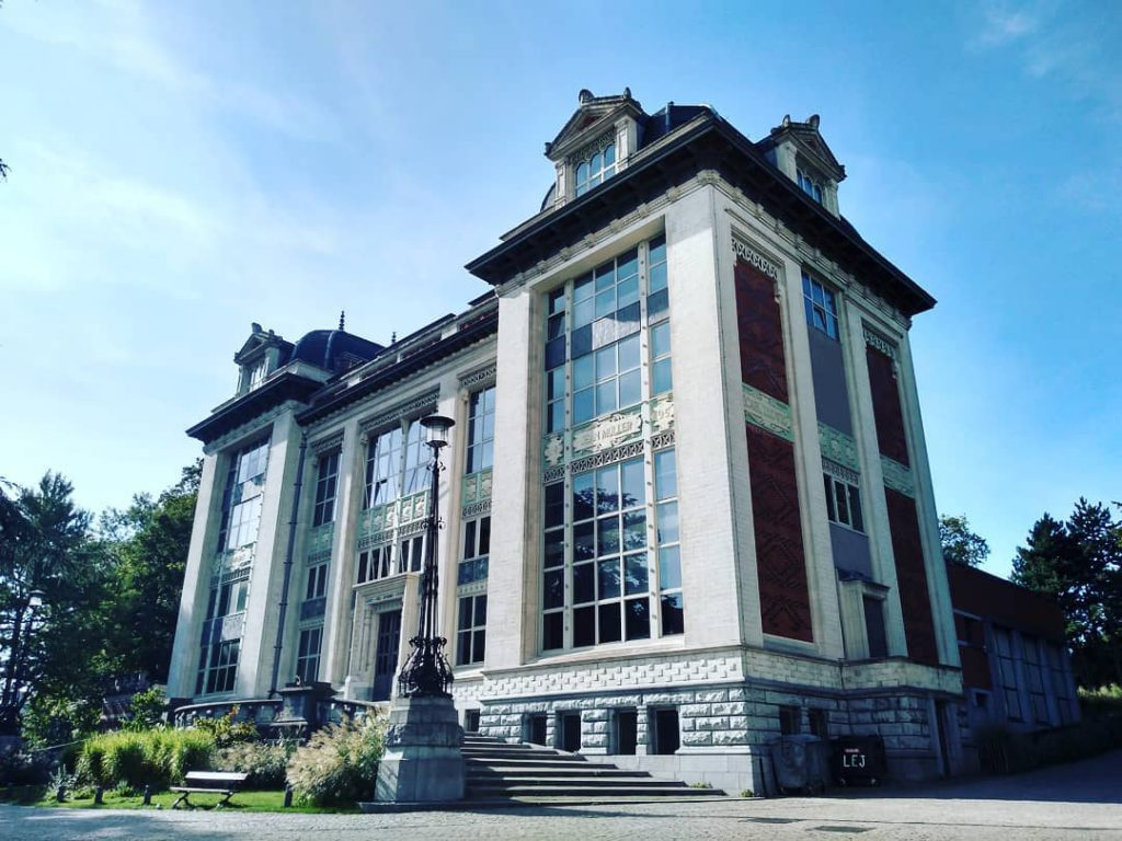 Leopold Park Building - Best parks and gardens to picnic in Brussels