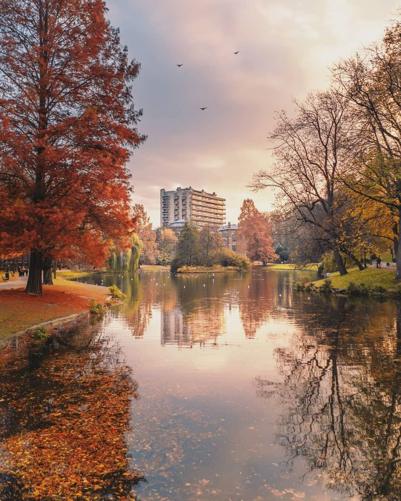 Leopold Park lake - Best parks and gardens to picnic in Brussels