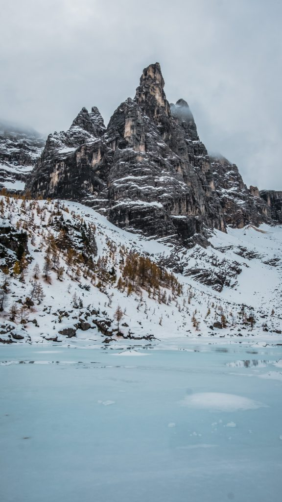 Lago di Sorapis ice view - Dolomites Itinerary: the 5 most stunning hikes to discover in 2021