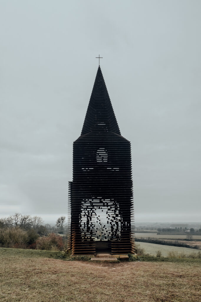 Reading Between the Lines Front - Reading Between the Lines, the see-through Church of Borgloon