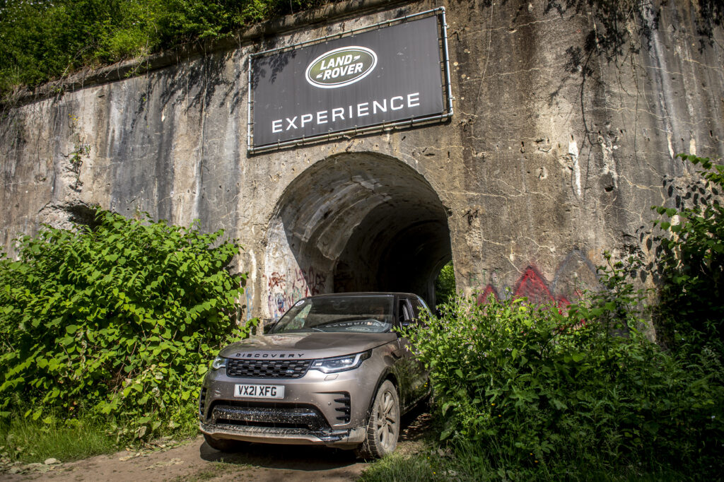 Land Rover Experience start - Land Rover Experience - Learning off-road driving techniques